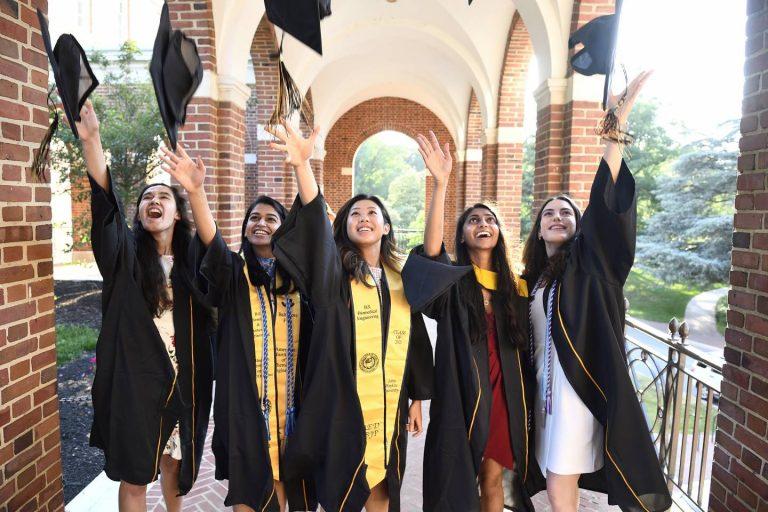 2021 Grads Throwing Caps